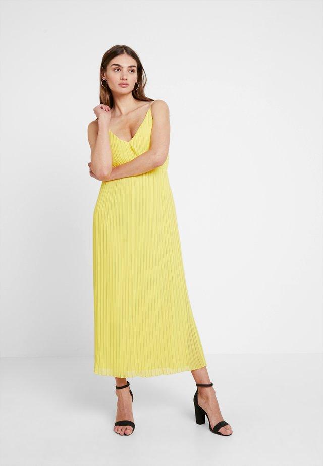 PLEATED DRESS - Denní šaty - lemon