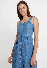 Warehouse - STRAPPY BUTTON THROUGH DRESS - Maxi dress - mid wash - 3