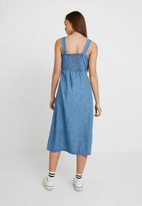 Warehouse - STRAPPY BUTTON THROUGH DRESS - Maxi dress - mid wash - 2