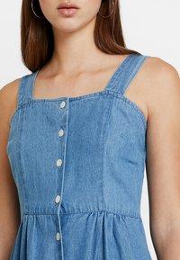 Warehouse - STRAPPY BUTTON THROUGH DRESS - Maxi dress - mid wash - 4
