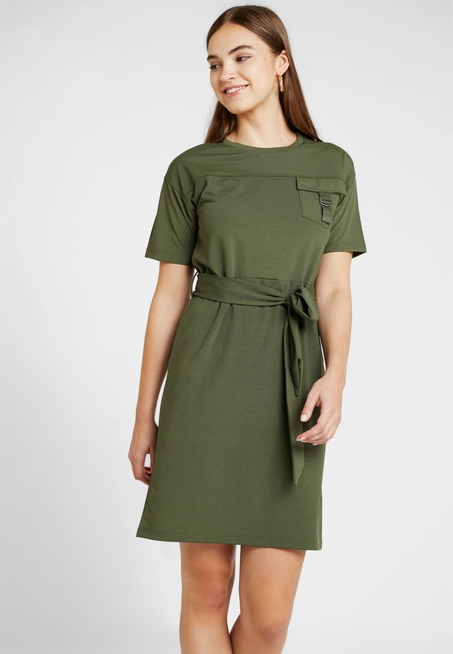 UTILITY DRESS - Freizeitkleid - khaki