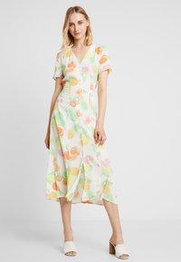 Warehouse - FRUIT SALAD MIDI DRESS - Skjortklänning - ivory - 1