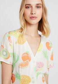 Warehouse - FRUIT SALAD MIDI DRESS - Skjortklänning - ivory - 3