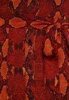 Warehouse - SNAKE PRINT PLEATED MIDI DRESS - Blusenkleid - orange