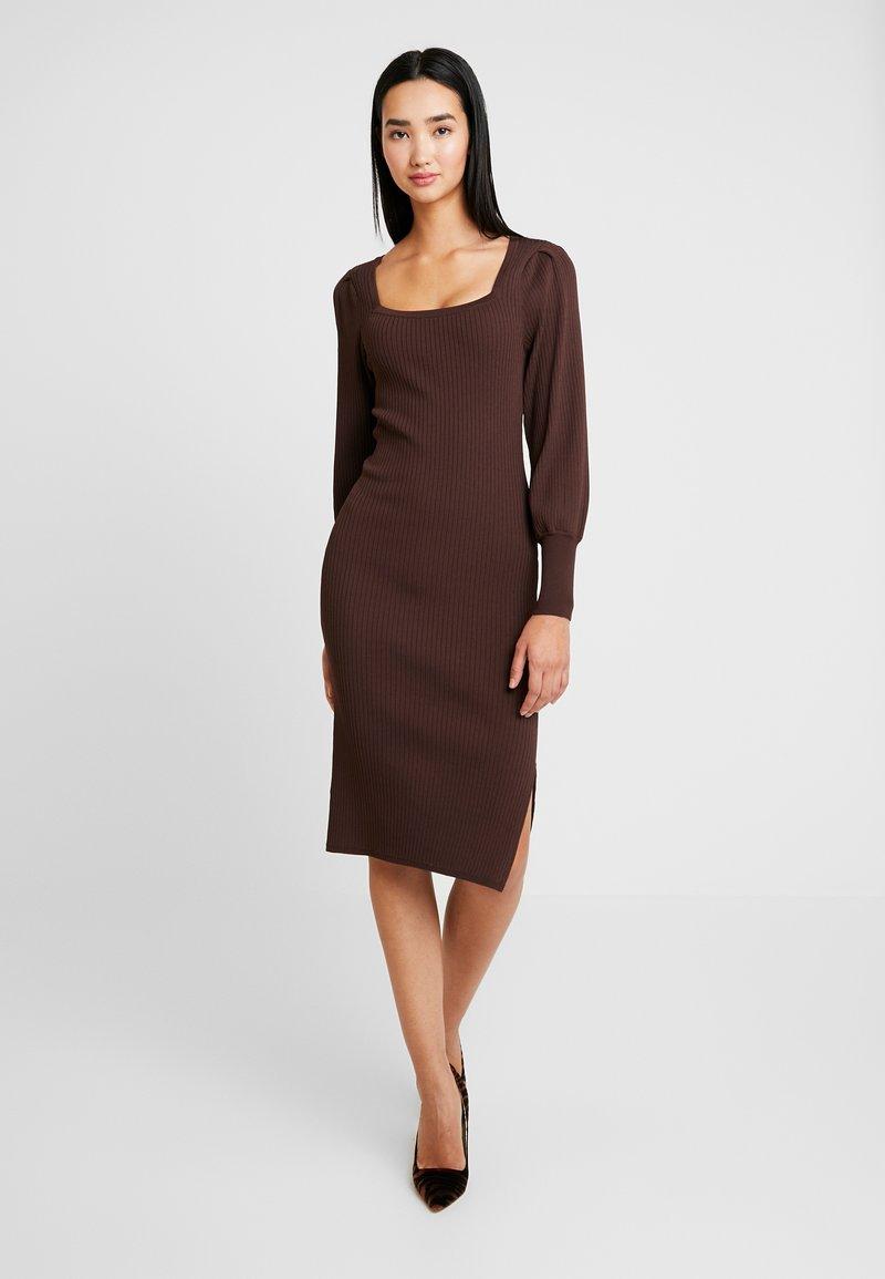 Warehouse - SQUARE NECK COMPACT DRESS - Etuikjole - chocolate