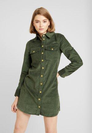 SHIRT DRESS - Vestido camisero - green