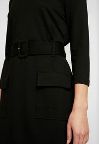 Warehouse - UTILITY BELTED PONTE DRESS - Jersey dress - black - 6