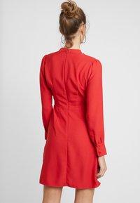 Warehouse - BOW DRESS - Denní šaty - red - 3