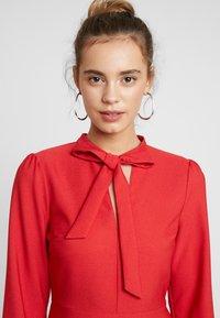 Warehouse - BOW DRESS - Denní šaty - red - 5
