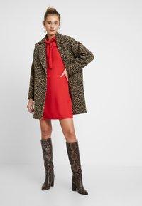 Warehouse - BOW DRESS - Denní šaty - red - 2