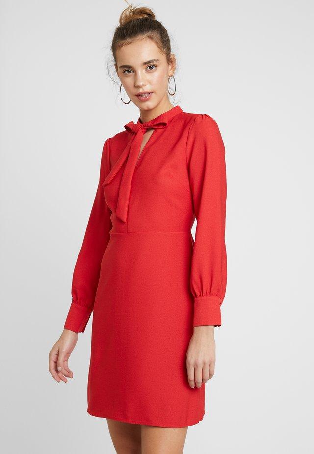 BOW DRESS - Denní šaty - red