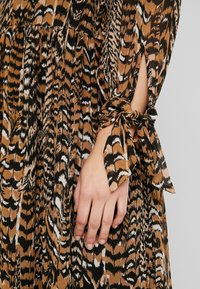 Warehouse - PRINT DRESS - Maxi dress - beige - 6