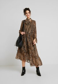 Warehouse - PRINT DRESS - Maxi dress - beige - 2