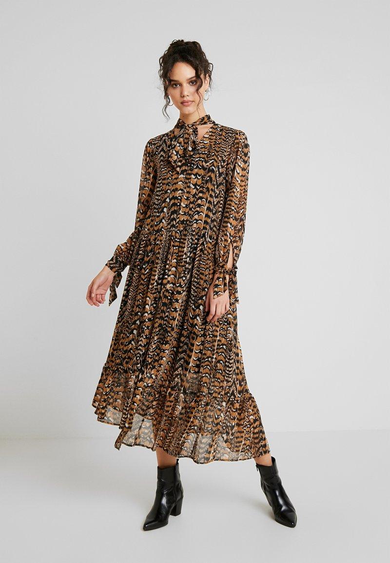Warehouse - PRINT DRESS - Maxi dress - beige