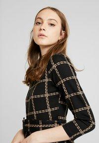 Warehouse - CHECK PONTE DRESS - Jersey dress - black - 5