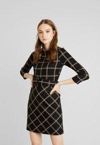 Warehouse - CHECK PONTE DRESS - Jersey dress - black - 0