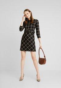 Warehouse - CHECK PONTE DRESS - Jersey dress - black - 2