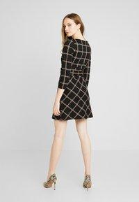 Warehouse - CHECK PONTE DRESS - Jersey dress - black - 3