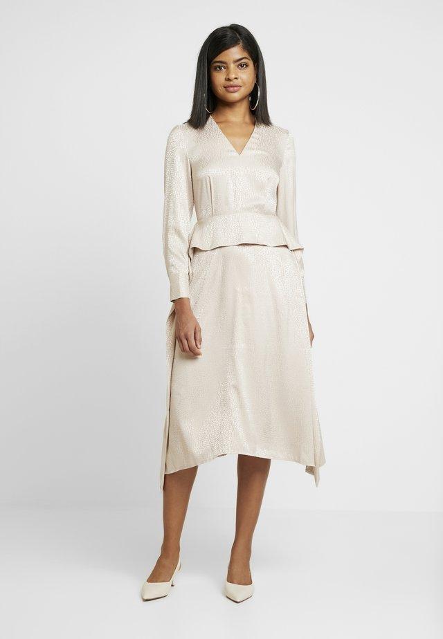 TRAPEZE DRESS - Korte jurk - almond