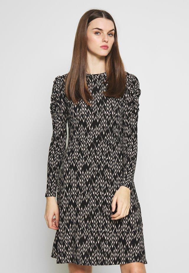 CHEVRON PRINT DRESS - Trikoomekko - black