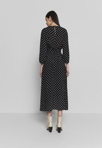 Warehouse - BELTED MIDI DRESS - Sukienka letnia - black - 2