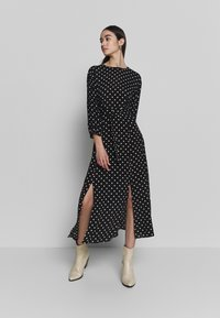 Warehouse - BELTED MIDI DRESS - Sukienka letnia - black - 0