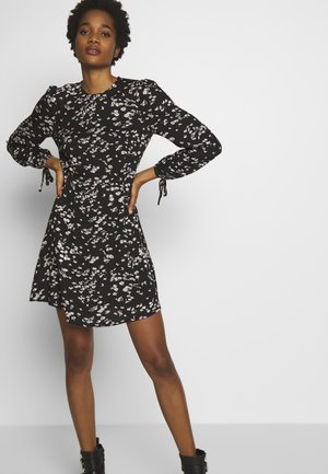 DAISY FLIPPY DRESS - Freizeitkleid - black