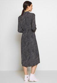 Warehouse - KIKA MOVEMENT MIDI SHIRT DRESS - Skjortekjole - black - 2