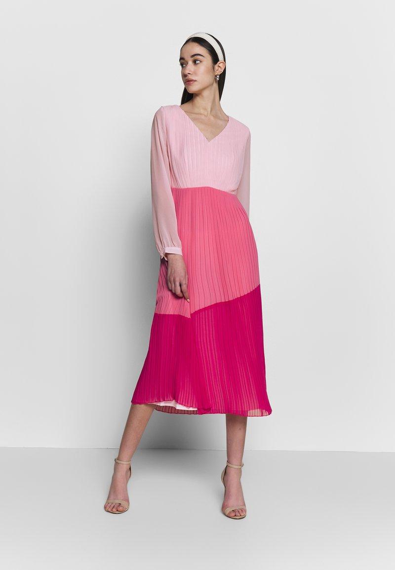 Warehouse - PLEATED COLOUR BLOCK MIDI DRESS - Day dress - multi