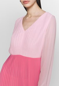 Warehouse - PLEATED COLOUR BLOCK MIDI DRESS - Day dress - multi - 5