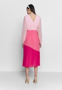 Warehouse - PLEATED COLOUR BLOCK MIDI DRESS - Day dress - multi - 2