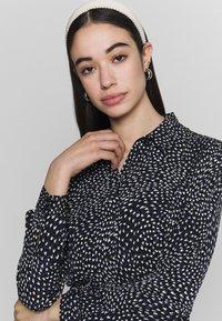 Warehouse - KIKA MOVEMENT MINI DRESS - Shirt dress - black - 3