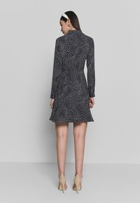 Warehouse - KIKA MOVEMENT MINI DRESS - Shirt dress - black - 2