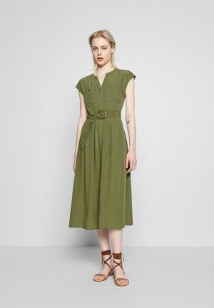 HORN RING BELTED MIDI DRESS - Vestito estivo - soft green