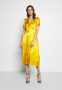 Warehouse - BUTTON THROUGH JACQUARD DRESS - Day dress - ochre - 1