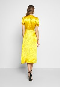 Warehouse - BUTTON THROUGH JACQUARD DRESS - Day dress - ochre - 2