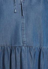 Warehouse - TIERED SWING DRESS - Dongerikjole - mid wash - 7