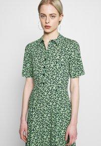Warehouse - DITSY MIDI DRESS - Skjortekjole - green - 3