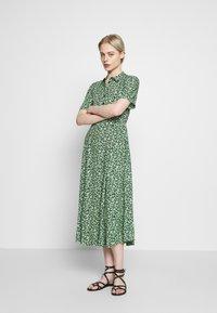 Warehouse - DITSY MIDI DRESS - Skjortekjole - green - 1