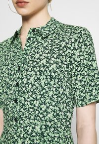 Warehouse - DITSY MIDI DRESS - Skjortekjole - green - 5