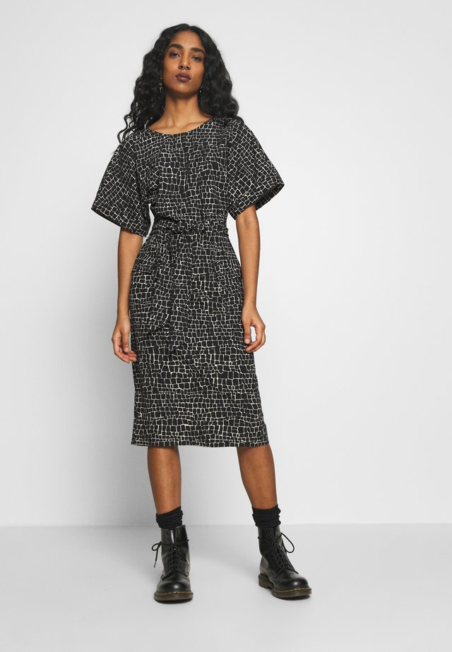 UTILITY CROC SHIFT DRESS - Korte jurk - black