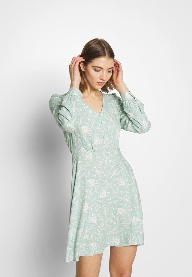 SPRIG MINI DRESS - Korte jurk - pistachio