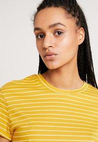 Warehouse - STRIPE CASUAL FIT TEE - T-shirt print - mustard & white - 4
