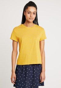 Warehouse - STRIPE CASUAL FIT TEE - T-shirt print - mustard & white - 0