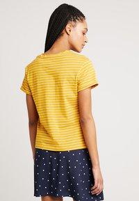 Warehouse - STRIPE CASUAL FIT TEE - T-shirt print - mustard & white - 2
