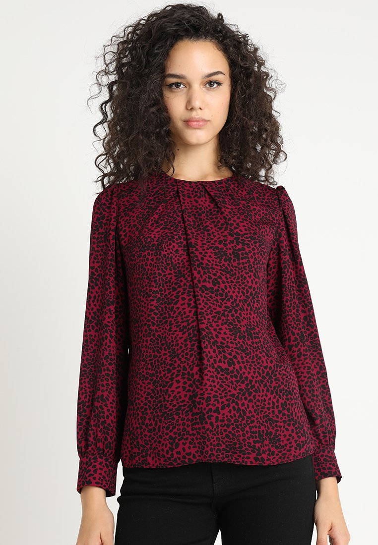 Warehouse - DITSY LEOPARD PLEAT NECK LONG SLEEVE - Bluse - red