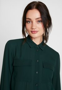 Warehouse - UTILITY LAPEL - Skjortebluser - dark green - 4