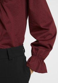 Warehouse - CUTWORK HIGH NECK TOP - Langarmshirt - berry - 5