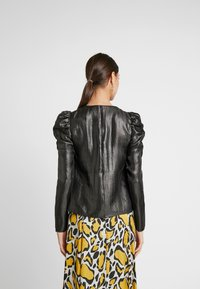 Warehouse - PUFF SLEEVE SHIMMER - Blouse - black metallic - 2