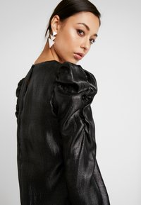 Warehouse - PUFF SLEEVE SHIMMER - Blouse - black metallic - 3